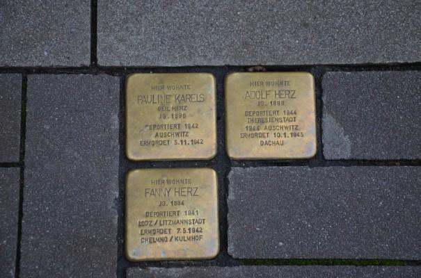 """""""Stolpersteine"""", zum Gedenken an NS-Deportierte, von Günter Demnig"""