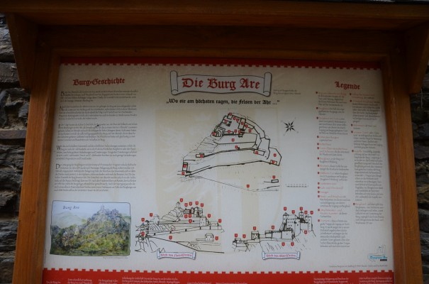 Die Geschichtstafel der Burg Are klärt auf! © entdecker-greise.de