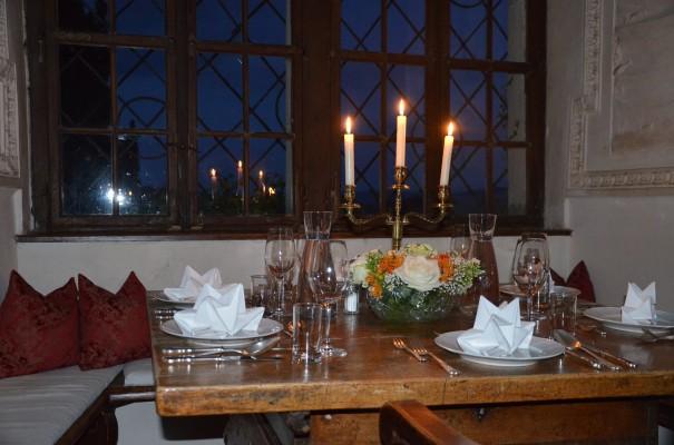 Kulinarischer Hochgenuss bei Kerzenschein und im Ambiente des alten Rittersaales von Burg Bernstein - unvergesslich! ©entdecker-greise.de