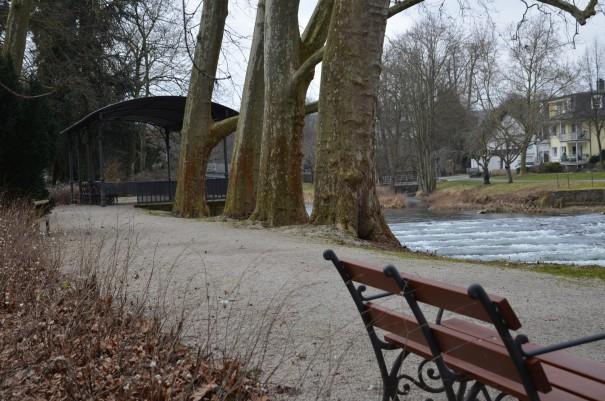 Gemütliche Bänke  laden im Kurpark zum entschleunigen und entspannen ein. ©entdecker-greise.de