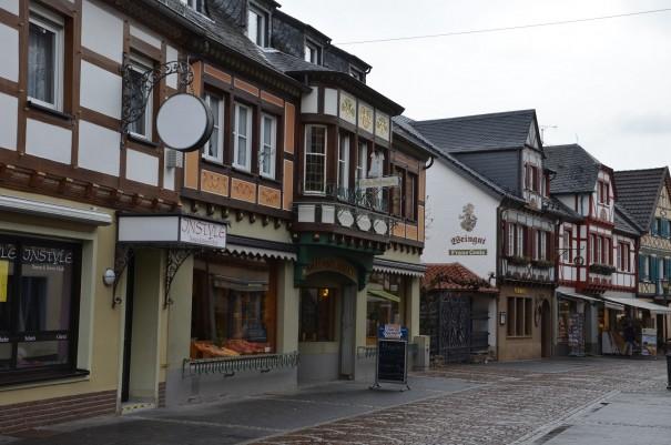 Wunderschöne alte Fachwerkhäuser im autofreien Stadtkern von Ahrweiler ©entdecker-greise.de