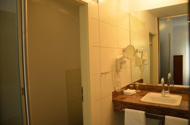 Das schöne Bad, bei dem WC und Waschbereich durch eine Tür separiert sind. ©entdecker-greise.de