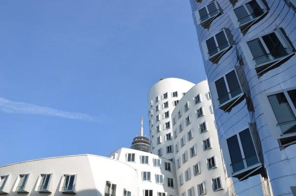 Die -krummen Häuser- am Düsseldorfer Hafenbecken ©entdecker-greise.de