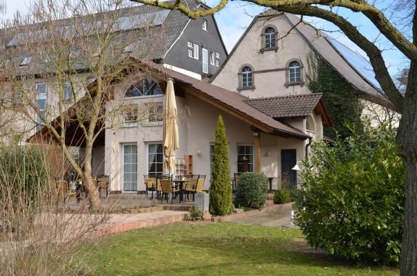 Im Sommer kann man hier auf der Terasse sicherlich wunderbar sein Frühstück genießen! ©entdecker-greise.de
