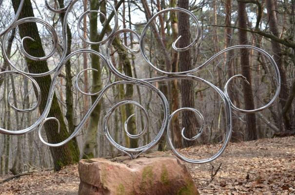 Kunstwerk auf dem Pfälzer Höhenweg ... oder sind es doch meine Kreuzbänder ... ©entdecker-greise.de