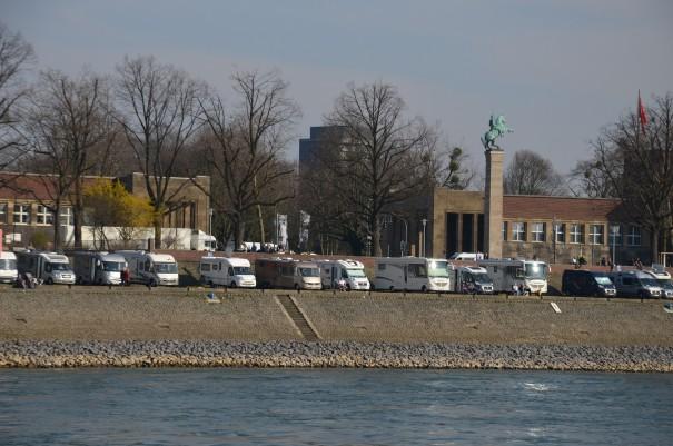 Mein Lieblings-Wohnmobilstellplatz in Düsseldorf - direkt am Rhein gelegen ©entdecker-greise.de