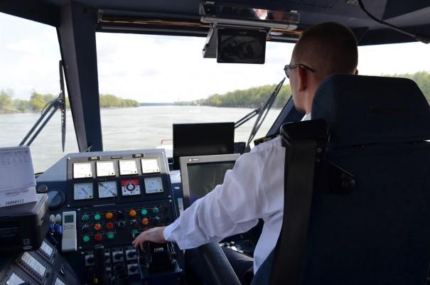 Dem Kapitän über die Schulter geschaut - hier bei der Donaufahrt mit Twin City Liner, von Wien nach Bratislava. ©entdecker-greise.de