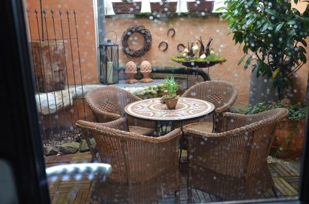 Der gemütliche Balkon wirkt sogar bei Regen einladend ©entdecker-greise.de