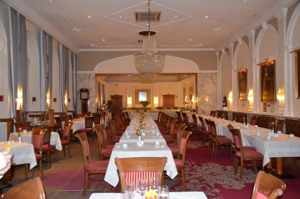 Hier wird gerade das Restaurant für eine größere Gesellschaft gerichtet. Hotel Stefanie Wien. ©entdecker-greise.de