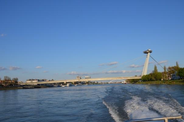 Rückblickend auf die neue Brücke von Bratislava. ©entdecker-greise.de