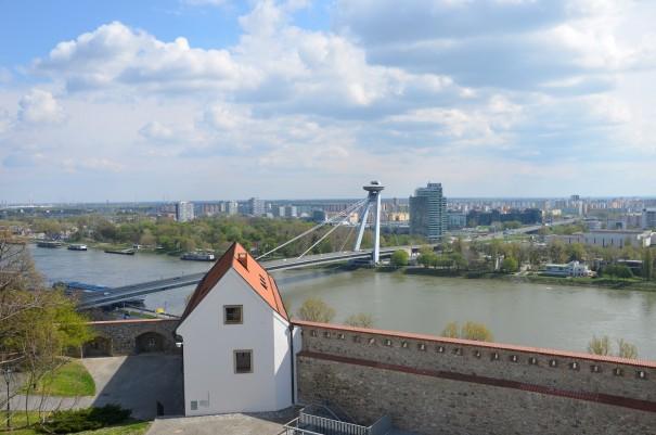 Von dem einen Aussichtspunkt zum nächsten - von Burg Bratislava zur neuen Brücke mit Aussichtsplattform und Restaurant. ©entdecker-greise.de