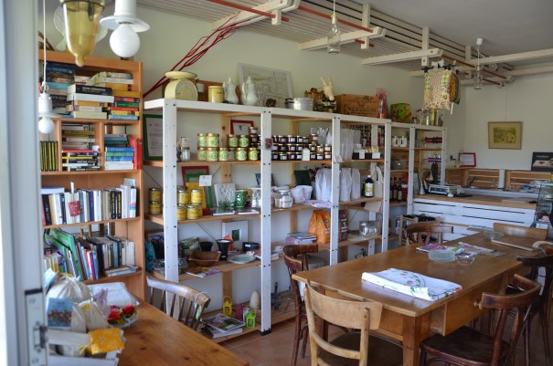 Hier im Hofladen gibt es so manche Köstlichkeit zu kaufen ... regional, frisch und bio ... was will man mehr ... ©entdecker-greise.de