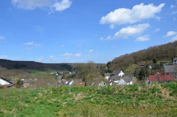 Was für eine herrliche Aussicht gleich vom Wohnmobil-Stellplatz des Landvergnügen Bauernhofs Hofrech in Schalkenbach ©entdecker-greise.de