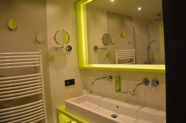 Selbst das Bad ist hell und freundlich - so läßt es sich gut gelaunt in den Wellness-Tag starten ©entdecker-greise.de