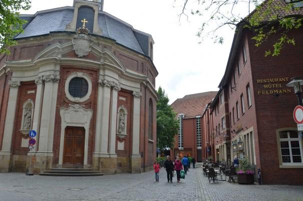 Gleich gegenüber die barocke Clemenskirche ©entdecker-greise.de