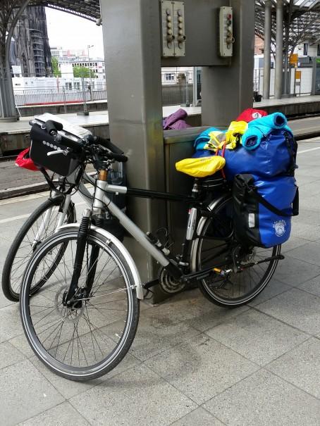 Nicht ganz so einfach, mit dem ganzen Gepäck die Bahnreise zu bewältigen! ©entdecker-greise.de
