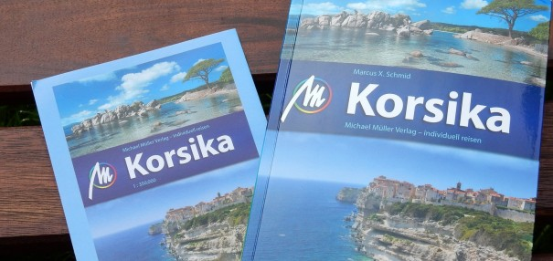 Herausnehmbare Übersichtskarte + Informativer Reiseführer = ein hilfreicher Reisebegleiter für meine bevorstehende Korsika-Reise! ©entdecker-greise.de