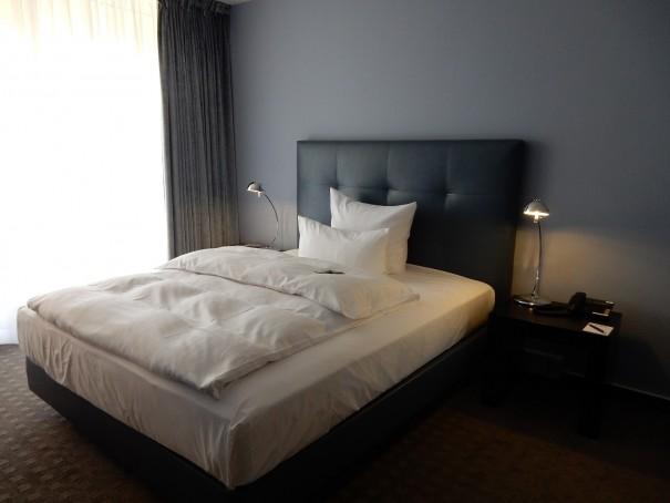Wer es modern und sachlich mag, den wird dieses Zimmer begeistern ... ©entdecker-greise.de