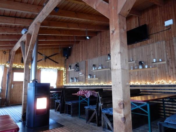 Im Winter gemütliche Skihütte, im Sommer Strandbar ... ©entdecker-greise.de