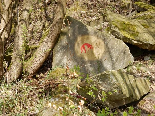 Zu Beginn wird der Steinhauerpfad von einem Kunst-Rock projekt begleitet. Dabei ist es spannend immer wieder neue Objekte zu entdecken. ©entdecker-greise.de