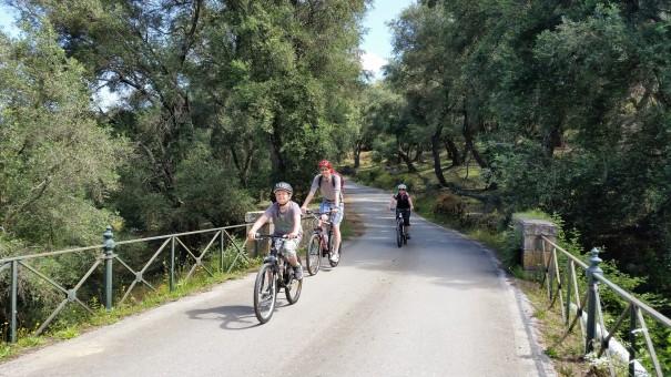 Ein Siegerfoto für den jüngsten Mountainbiker der Tour - wie toll, dass hier wirklich jeder auf seine Kosten kommt! #Corfelios ©entdecker-greise.de