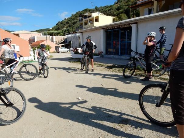 Vor der Abfahrt gibt es von Andy eine kurze Einweisung zum Thema Sicherheit! #Corfelios ©entdecker-greise.de