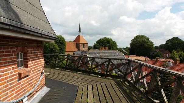 Vom Dach der Getreidemühle bietet sich ein herrlicher Blick über Rysum. ©www.entdecker-greise.de