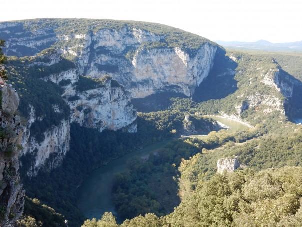 Ausblicke über das Tal der Ardeche, die man nicht so schnell wieder vergisst. ©www.entdecker-greise.de