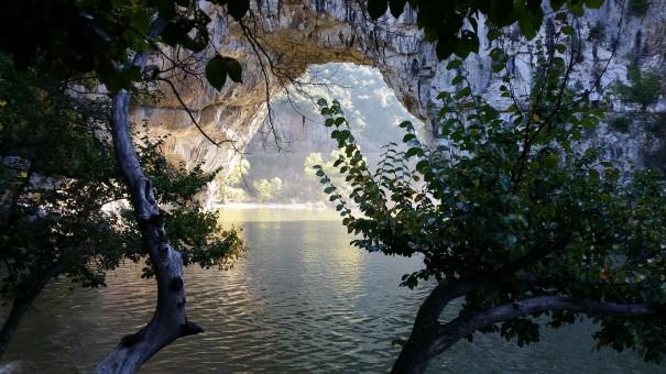 Fast wie aus einem Traum - die Pont d`Arc lädt einfach zum Verweilen ein. ©www.entdecker-greise.de