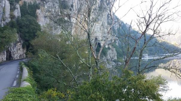 Hinter jeder Wegbiegung gibt es im Tal der Ardeche neue Schönheiten zu entdecken! ©www.entdecker-greise.de