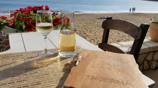 Meine Lieblings-Taverne Delfini - gutes Essen ein wunderschönes Ambiente und echte griechische Gastfreundlichkeit! ©www.entdecker-greise.de