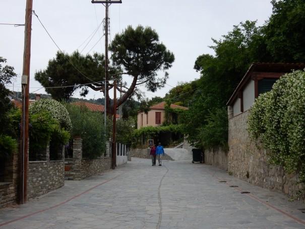 In Nikiti durch die Stadt zu flanieren ist einfach wunderschön. So vieles, was es zu entdecken gilt. ©www.entdecker-greise.de #corfelios