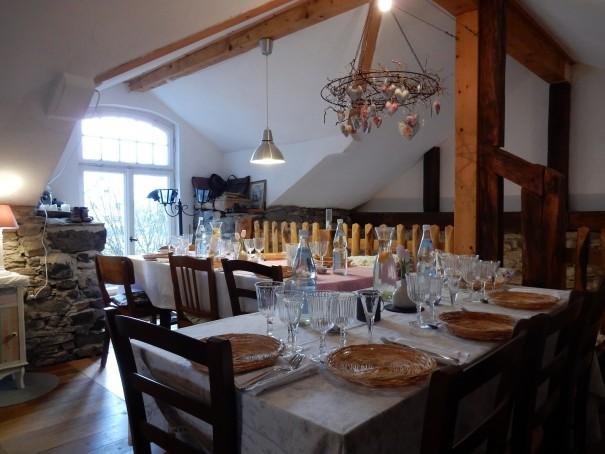 Alles in der Kleinen Fromagerie ist bereits vorbereitet und wartet darauf die Gäste nach allen Regeln der Kunst zu verwöhnen ©www.entdecker-greise.de