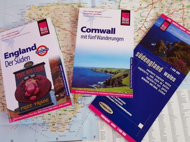 Im Team unschlagbar - Der Südengland Reiseführer, der Cornwall Reiseführer zur Vertiefung und die Südengland Straßenkarte aus dem Reise Know How Verlag. ©www.entdecker-greise.de
